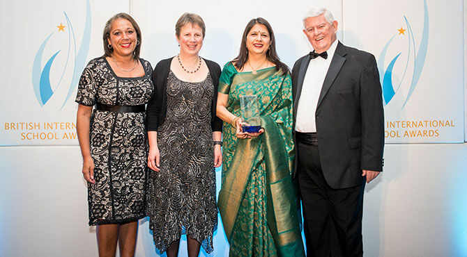 Director-of-the-British-School,-New-Delhi,-India,-Vanita-Uppal-OBE-(2nd-on-right),-receives-the-British-International-School-of-the-Year-2018-Award