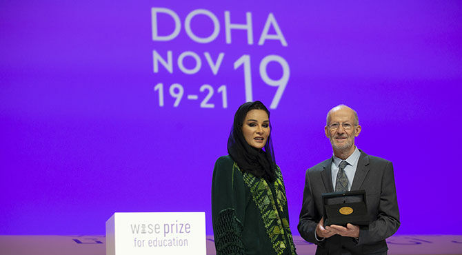 Her Highness Sheikha Moza bint Nasser presents Larry Rosenstock with the WISE Prize for Education