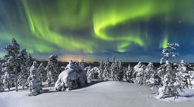 A photo of the Aurora Borealis illustrating the Relocate Global weekly roundup, which features information on Finland