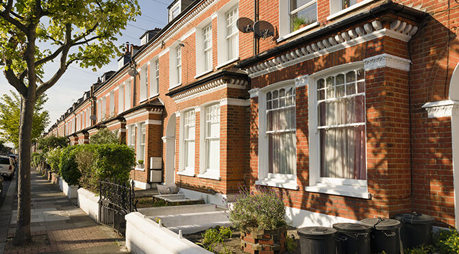 UK property prices bounce back to new high